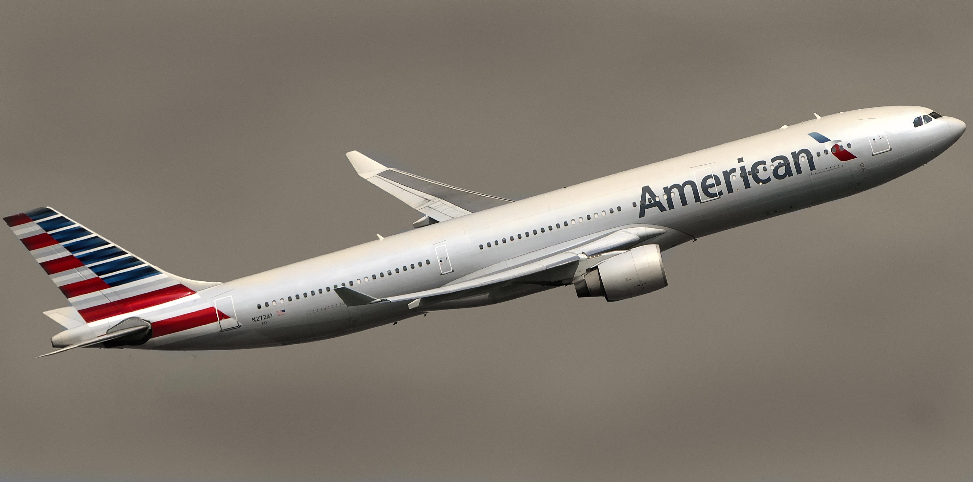 American Airlines Lowering Elite Status Requirements